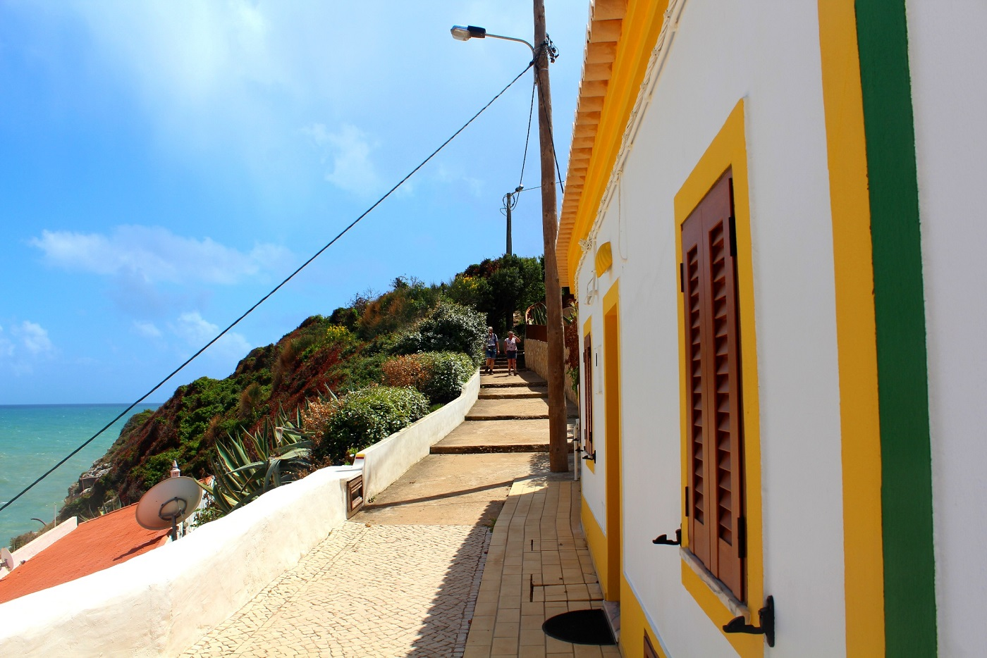 Algarve_Praia_de_Benagil_berg_von_oben[1]