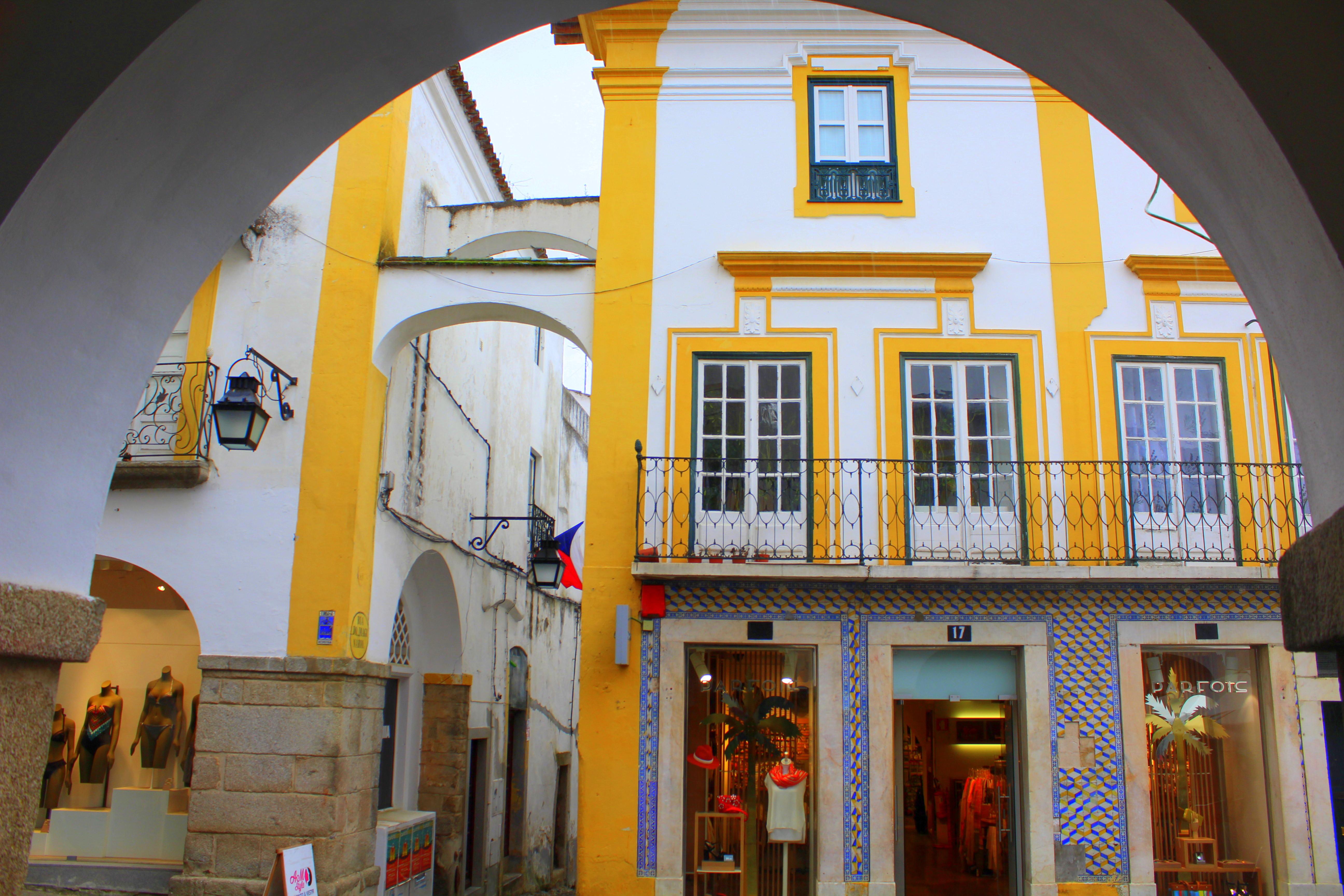 Evora Altstadt Haus Fassade bunt Portugal UNESCO exploreglobal