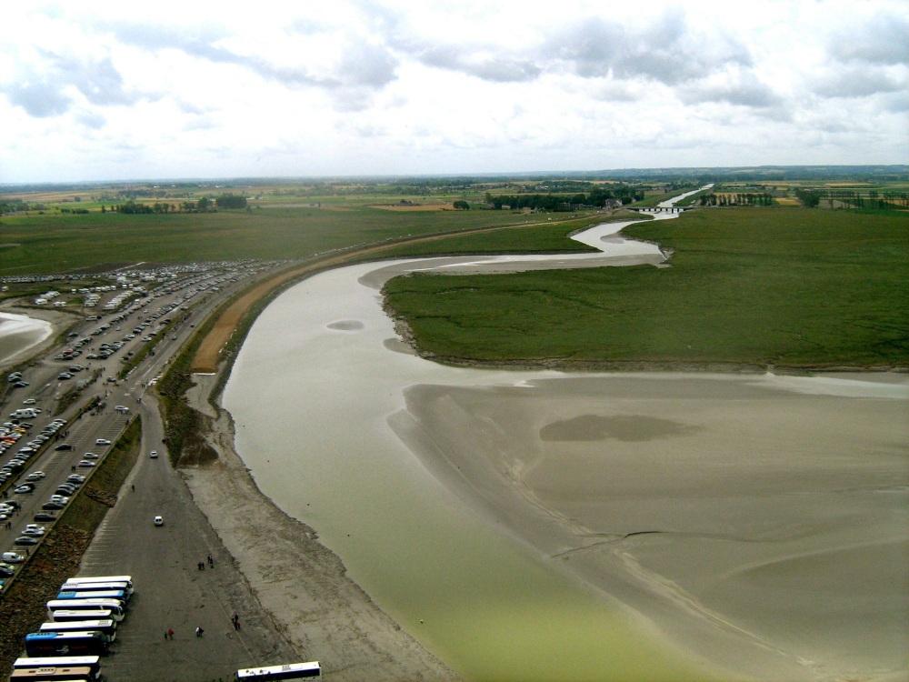 Mont Saint Michel Normandie Ausblick von oben Himmel Wiesen Umland frankreich