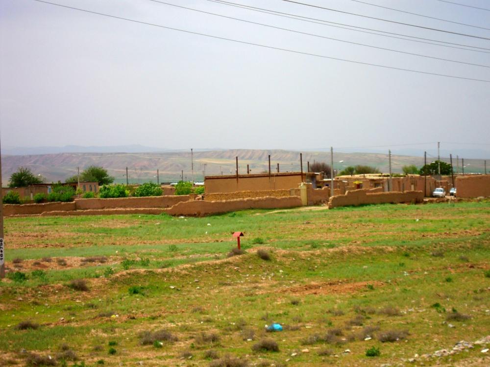 Iran Wüste Land Feld Straße Haus Mauer Maschhad