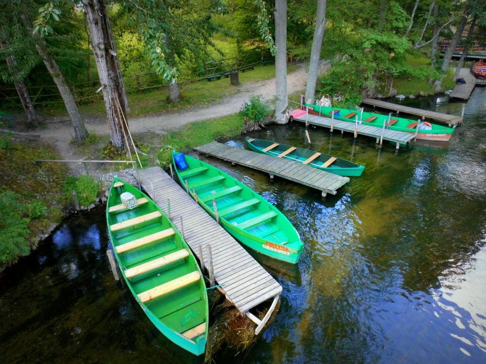 Masuren Wald Boote Bootsanlegestelle