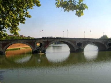 Pont Neuf in Toulouse - zentrale Brücke über die Garonne