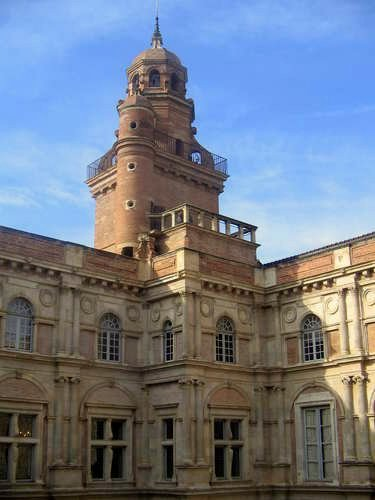 Toulouse: Turm eines Museums im Zentrum