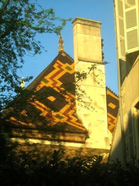 Buntes Dach Hôtel Dieu Beaune Burgund Bourgogne France Frankreich exploreglobal