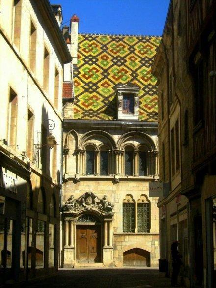 Dijon Altstadt Fachwerkhaus Kirche Burgund Bourgogne France Frankreich exploreglobal