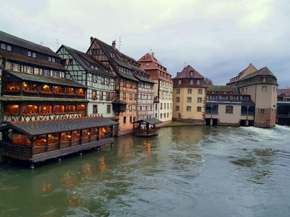 Strasbourg Strassburg Elsass Alsace Altstadt vieille ville canal Kanal Wasser Fachwerk Rhein exploreglobal