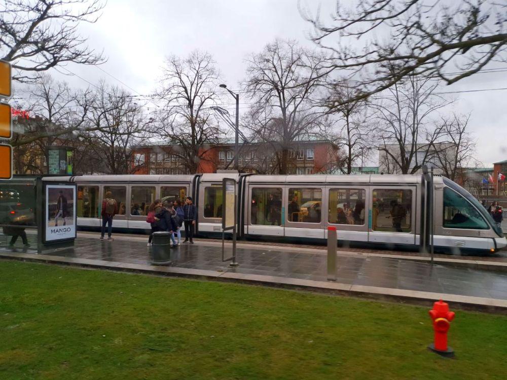 Strasbourg Strassburg Tram Strassenbahn Bahn Zug Transport öffentlich exploreglobal