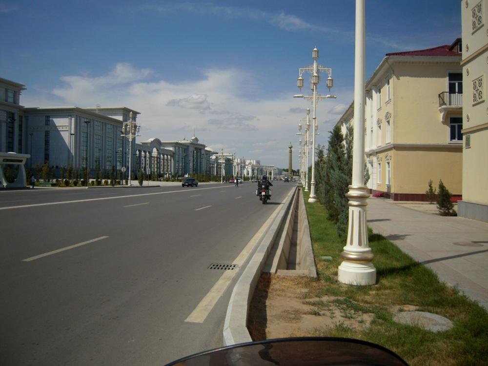 Strasse Street Road Town City Stadt Mamor white marble Ashgabat Desert Wüste Karakum Turkmenistan Merw Mary Turkmenabad
