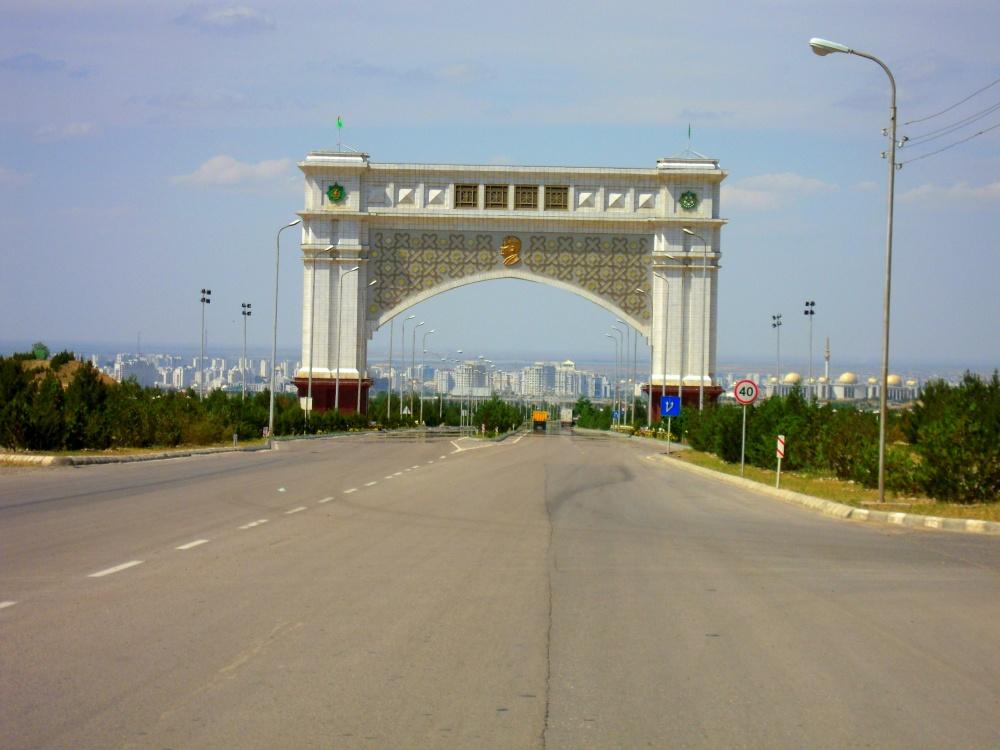 Tor Gateway Einfahrt Entrance Ashgabat Desert Wüste Karakum Turkmenistan Merw Mary Turkmenabad
