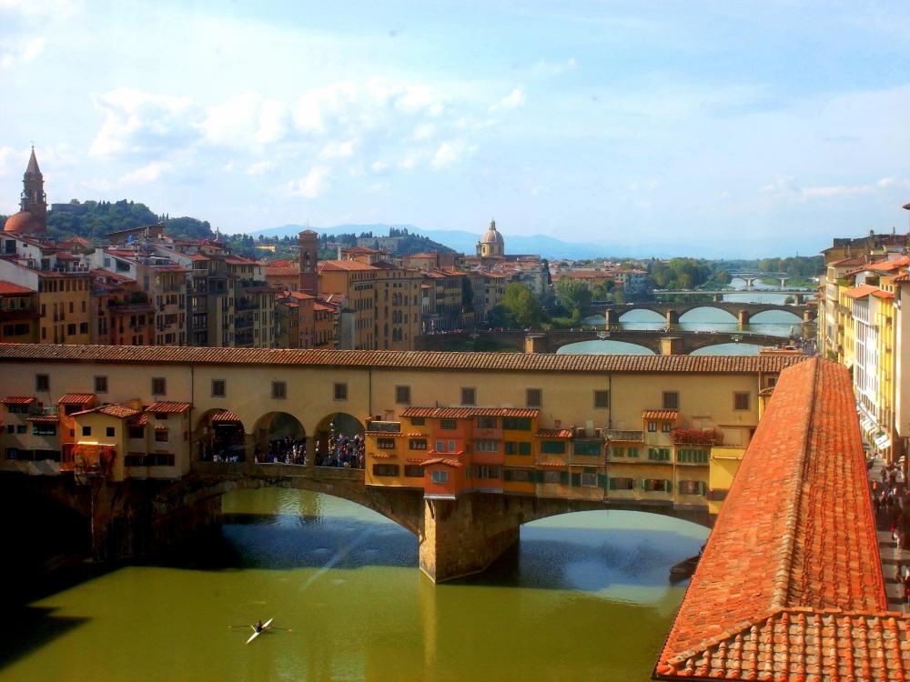 Florenz Toskana Dächer Arno Altstadt Zentrum Uffizien Ponte Vechhio Ausblick oben exploreglobal