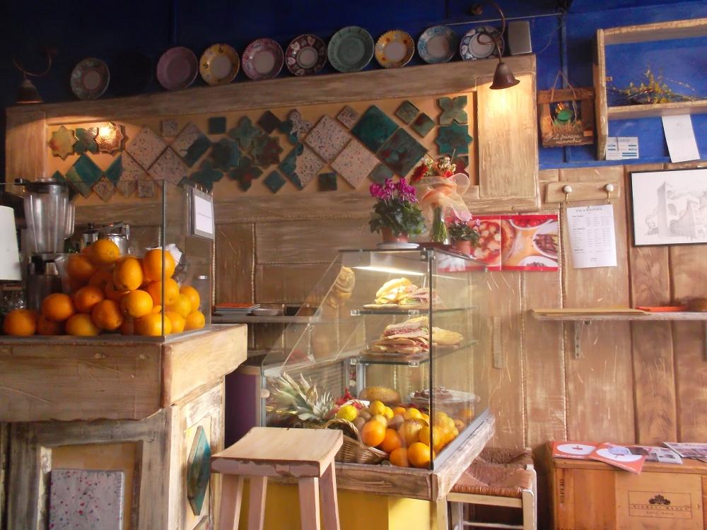 Saftbar in der Altstadt von Florenz nahe des Palazzo Pitti - typische italienische Restaurants, Bars und Straßencafés in der Toskana - exploreglobal