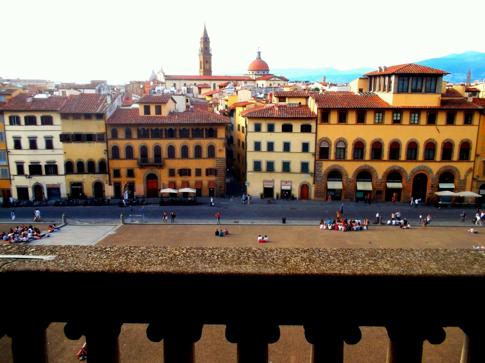 Blick auf Florenz in der Toskana vom Balkon des Palazzo Pitti in der Alstadt unweit des Flusses Arno - exploregobal