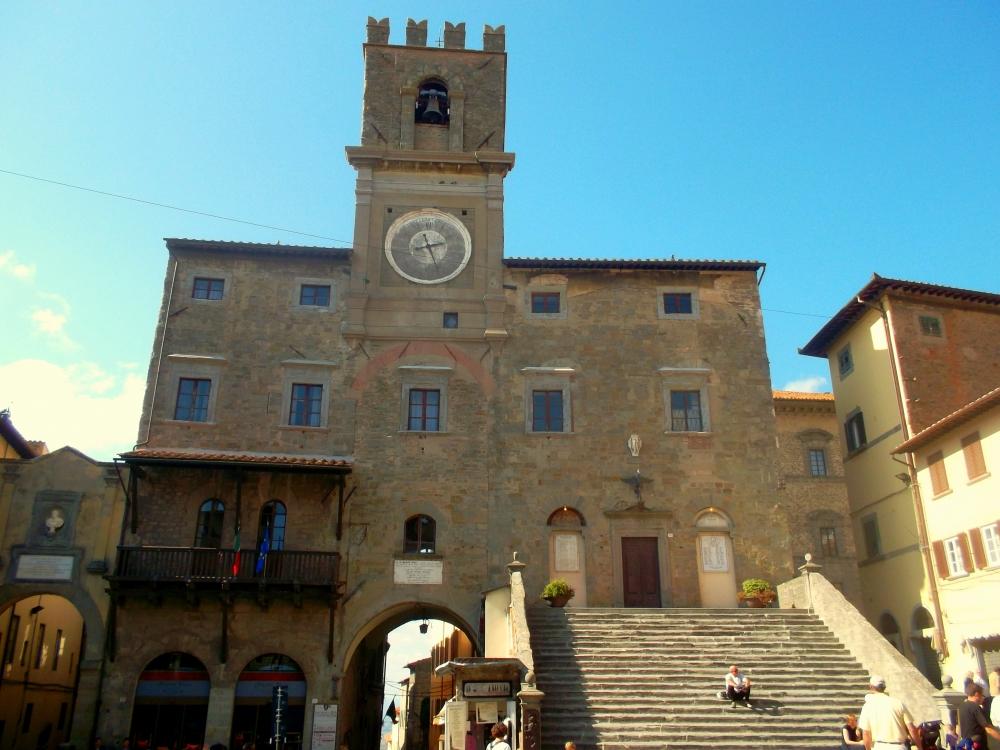 Rathaus der Altstadt von Cortona in der Toskana kurz vor Umbrien hinter Arezzo - exploreglobal