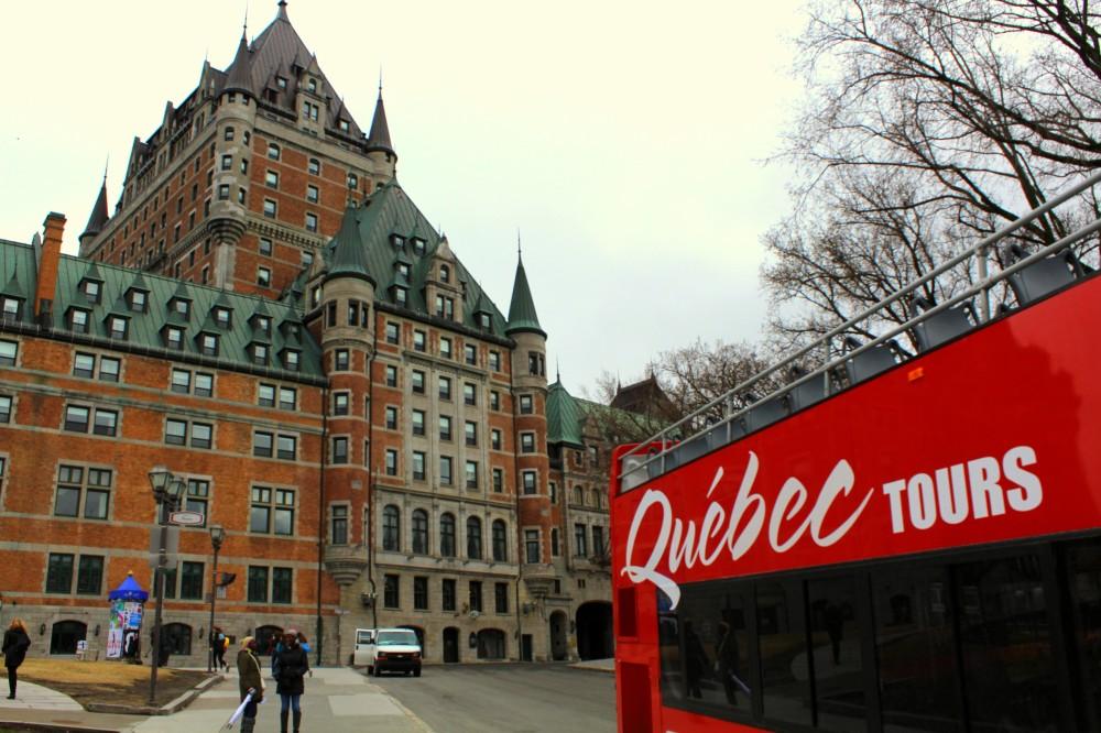 Chateau Castle Frontenac Quebec tours Bus car hop on hop off Stadt city Canada Kanada Reiseblog exploreglobal