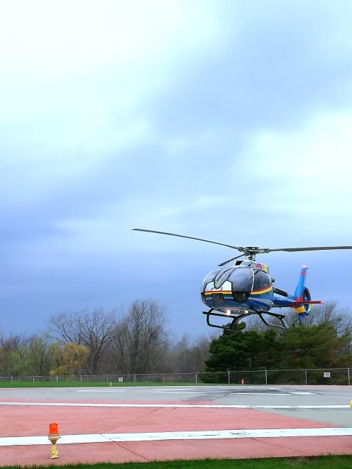 Helikopter von Niagara Helicopters Limited beim Abflug zu den Niagara Fällen Kanada Canada Ontario Reiseblog exploreglobal www.exploreglobal.wordpress.com