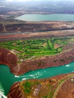 Blick vom Helikopter auf die Landschaft rund um Niagara und um die Wasserfälle von oben mit Kanälen Kanada Canada Ontario Reiseblog exploreglobal www.exploreglobal.wordpress.com