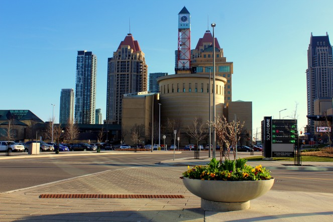 Mississauga Stadtzentrum Skyline Platz vor dem Rathaus City Hall Kanada Canada Ontario Reiseblog exploreglobal www.exploreglobal.wordpress.com