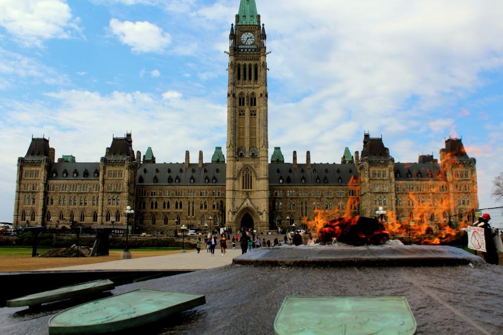 "Die ""Centennial Flame"" Flamme seit 1967 vor dem Parlament in Ottawa, Parliament Hill Canada Ontario Kanada Reiseblog exploreglobal www.exploreglobal.wordpress.com"
