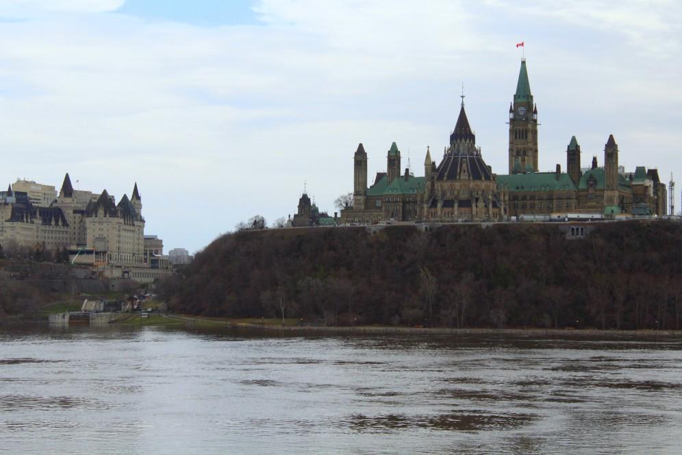 Parliament Hill am Ottawa River von Gatineau aus gesehen, Parlament Regierung Government Ontario Kanada Canada Reiseblog exploreglobal www.exploreglobal.wordpress.com