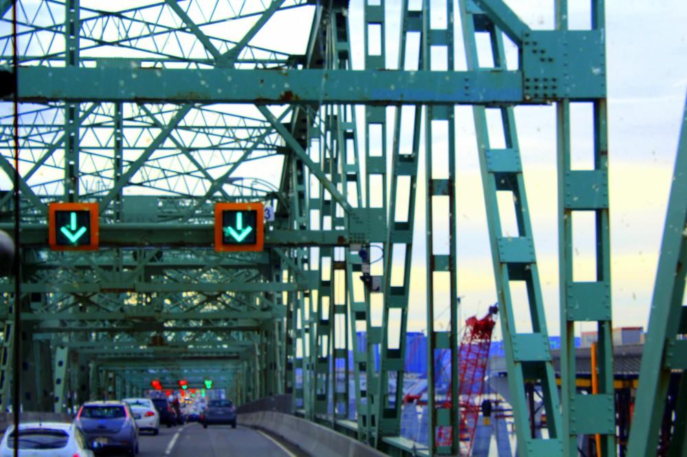 Jacques Cartier Bridge Pont Brücke Île isle Sainte-Hélène traffic embouteillages Stau Québec Canada Kanada Reiseblog www.exploreglobal.wordpress.com