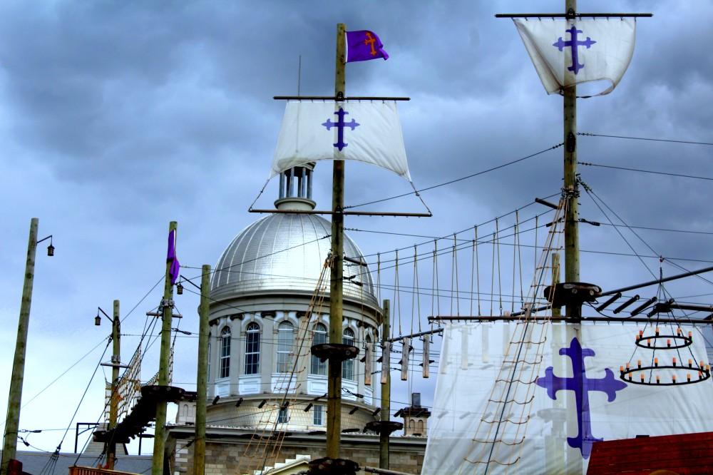 Montreal Québec québecois Kanada Canada Piratenschiff Hafen vieux port harbour Marché Bonsecours toir Dach Reiseblog www.exploreglobal.wordpress.com