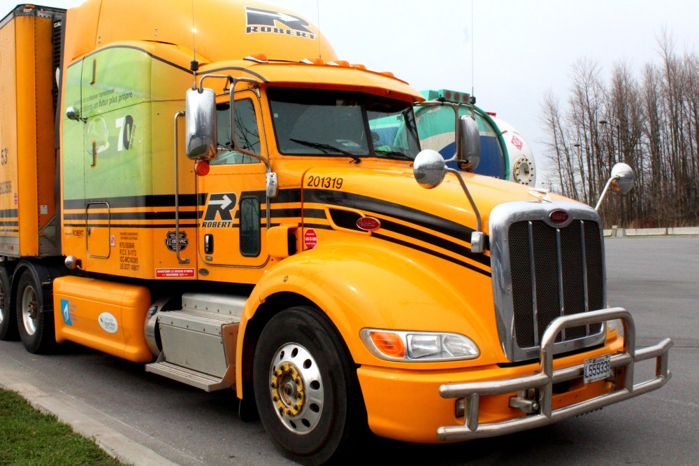 Montreal Québec Truck LKW Kanada Canada Roadtrip Parkplatz Autobahn Freeway Route Reiseblog www.exploreglobal.wodpress.com