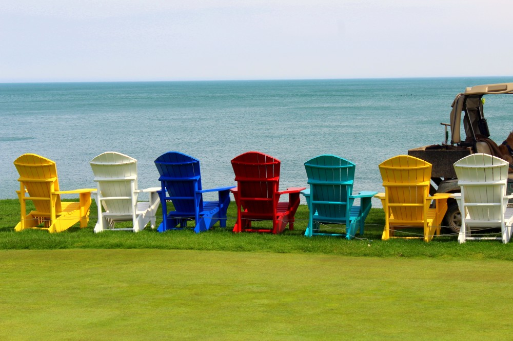 Niagara on the Lake Ontario Kanada Stühle Sitzplatz Golfplatz gulf Golf Reiseblog exploreglobal