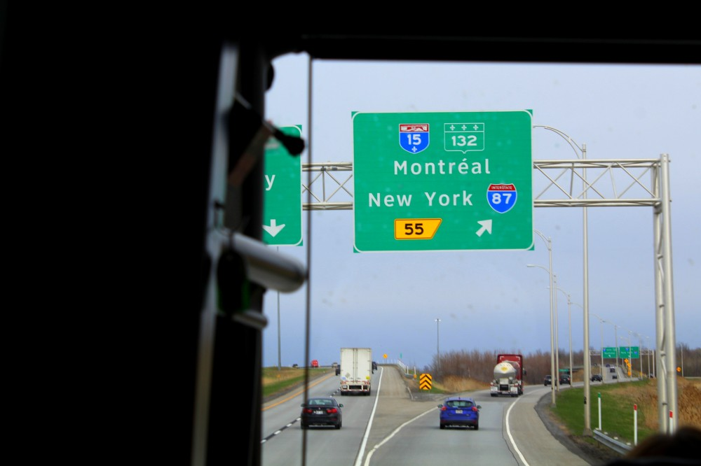 Schild Montreal Québec Autobahn Highway Freeway New York Route Auto Bus Roadtrip Kanada Canada Reiseblog www.exploreglobal.wordpress.com