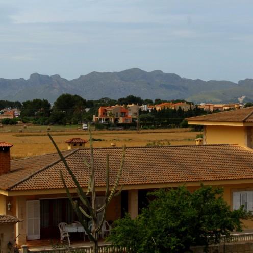 Alcudia Altstadt 1 Stadtmauer Blick Landschaft Mallorca Norden Reiseblog exploreglobal