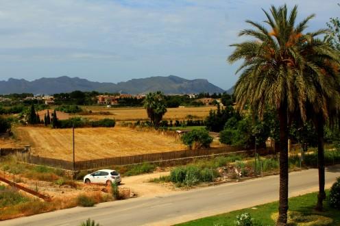Alcudia Altstadt 3 Stadtmauer Blick Landschaft Mallorca Norden Reiseblog exploreglobal
