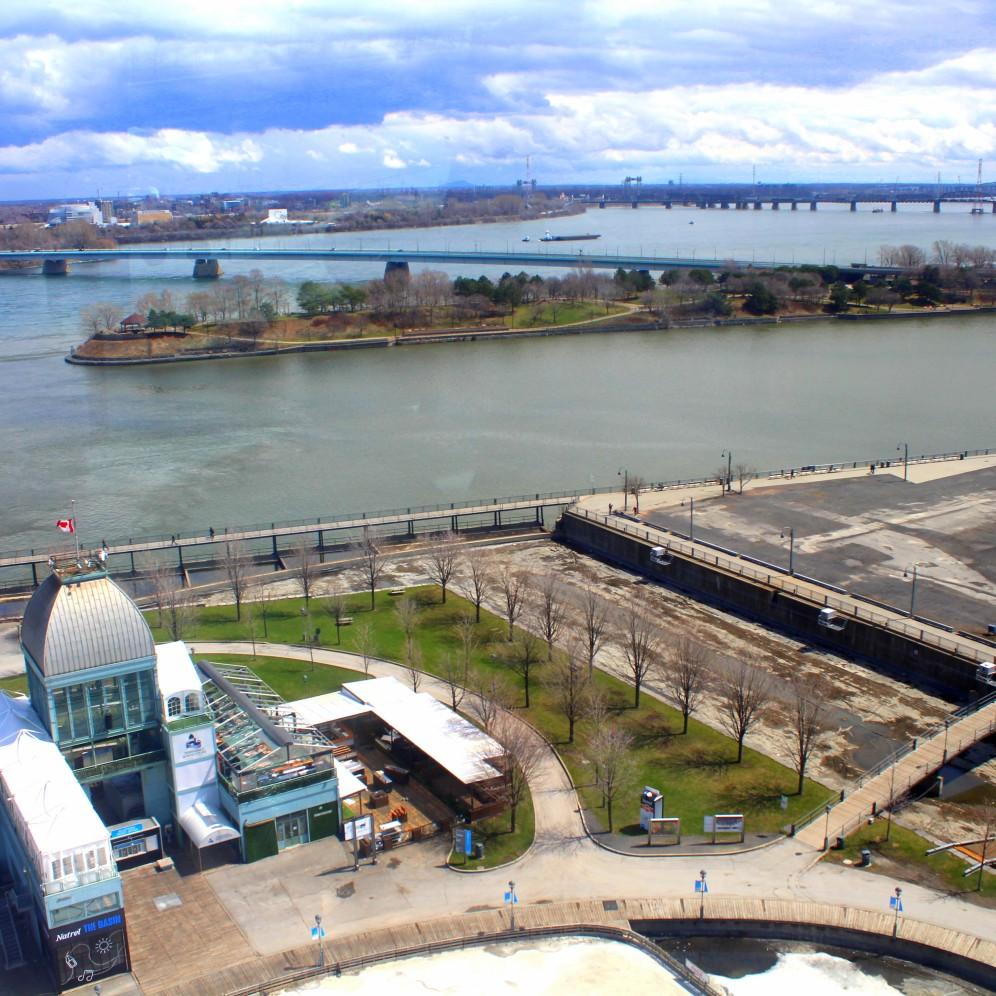 Blick oben vom Riesenrad auf Montréal und den Sankt-Lorenz-Strom sowie die Inseln im Fluss - Kanada Quebec Reise www.exploreglobal.wordpress.com