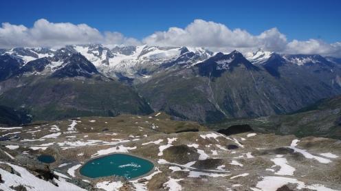 Gebirge und Landschaft von oben nahe dem Gornergrat in der Schweiz Exploreglobal Reiseblog