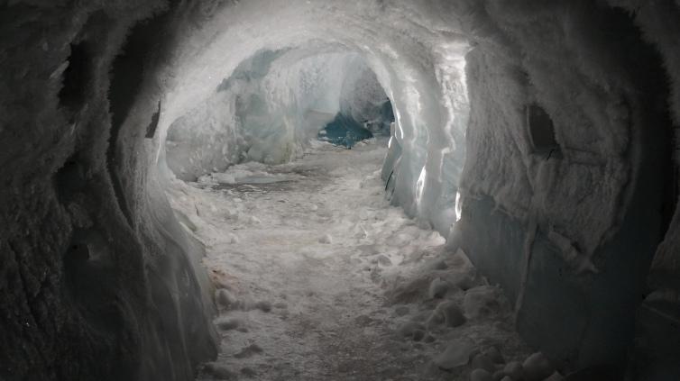 Schnee_Gletscher_Eisgrotte_Schweiz_Reiseblogger_Exploreglobal