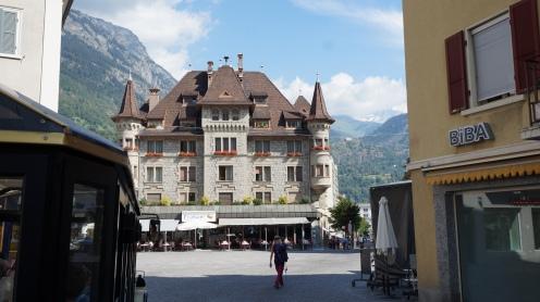 Gebäude in der Altstadt von Brig in der Schweiz Exploreglobal Reiseblog