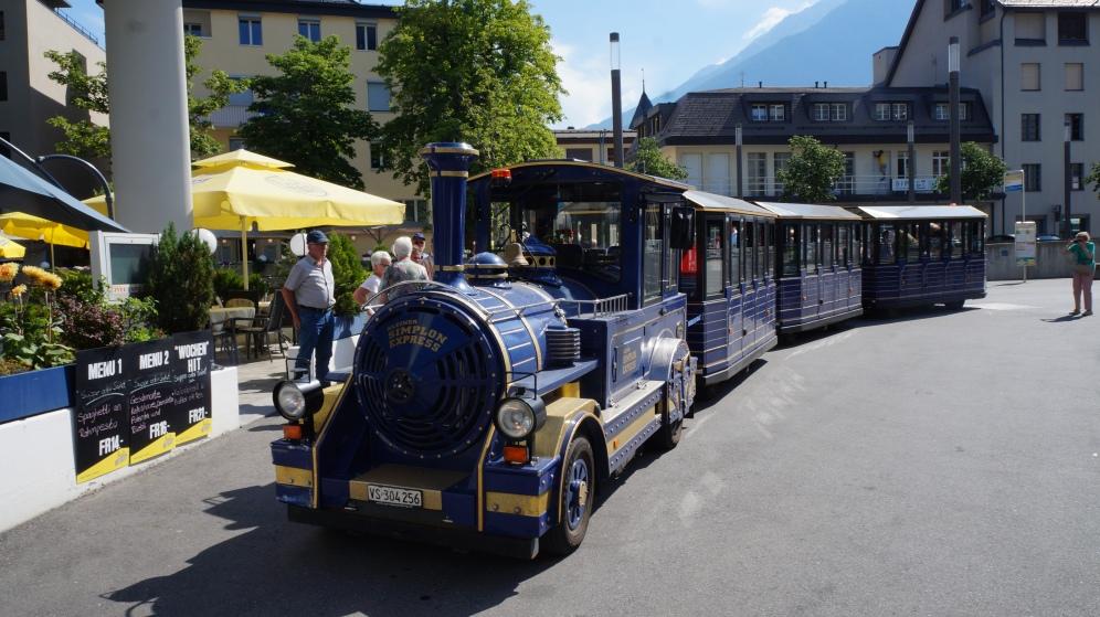 Zug in der Altstadt von Brig in der Schweiz Exploreglobal Reiseblog