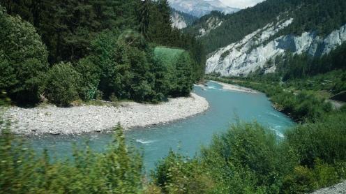 GlacierExpress_Sightseeing_Berge_Schnellzug_Schweiz_Reiseblogger_Exploreglobal