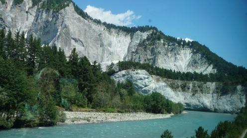 GlacierExpress_Zugfahrt_Schnellzug_Schweiz_Reiseblogger_Exploreglobal