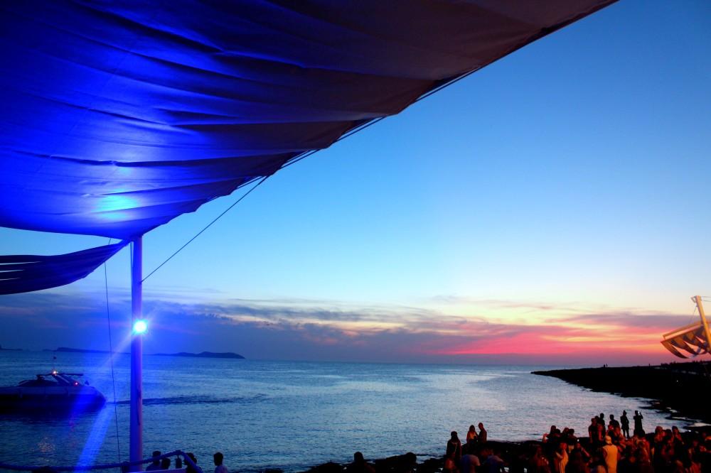 Ibiza Café del Mar Party Sonnenuntergang Reiseblog Exploreglobal