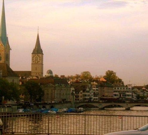 Zürich Altstadt Fraumünster Limmat Grossmünster Brücke Reiseblog Schweiz Exploreglobal