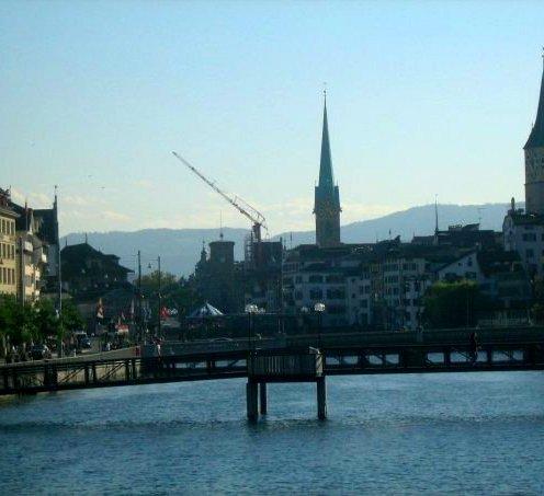 Zürichsee Altstadt Fraumünster Limmat Grossmünster Brücke Reiseblog Schweiz Exploreglobal