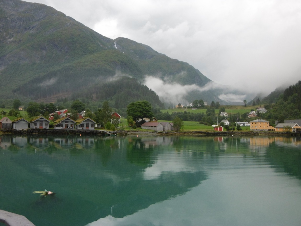 Dalsfjord Nebel Wasserreflektion am Fjord in Norwegen Reiseblog www.exploreglobal.wordpress.com