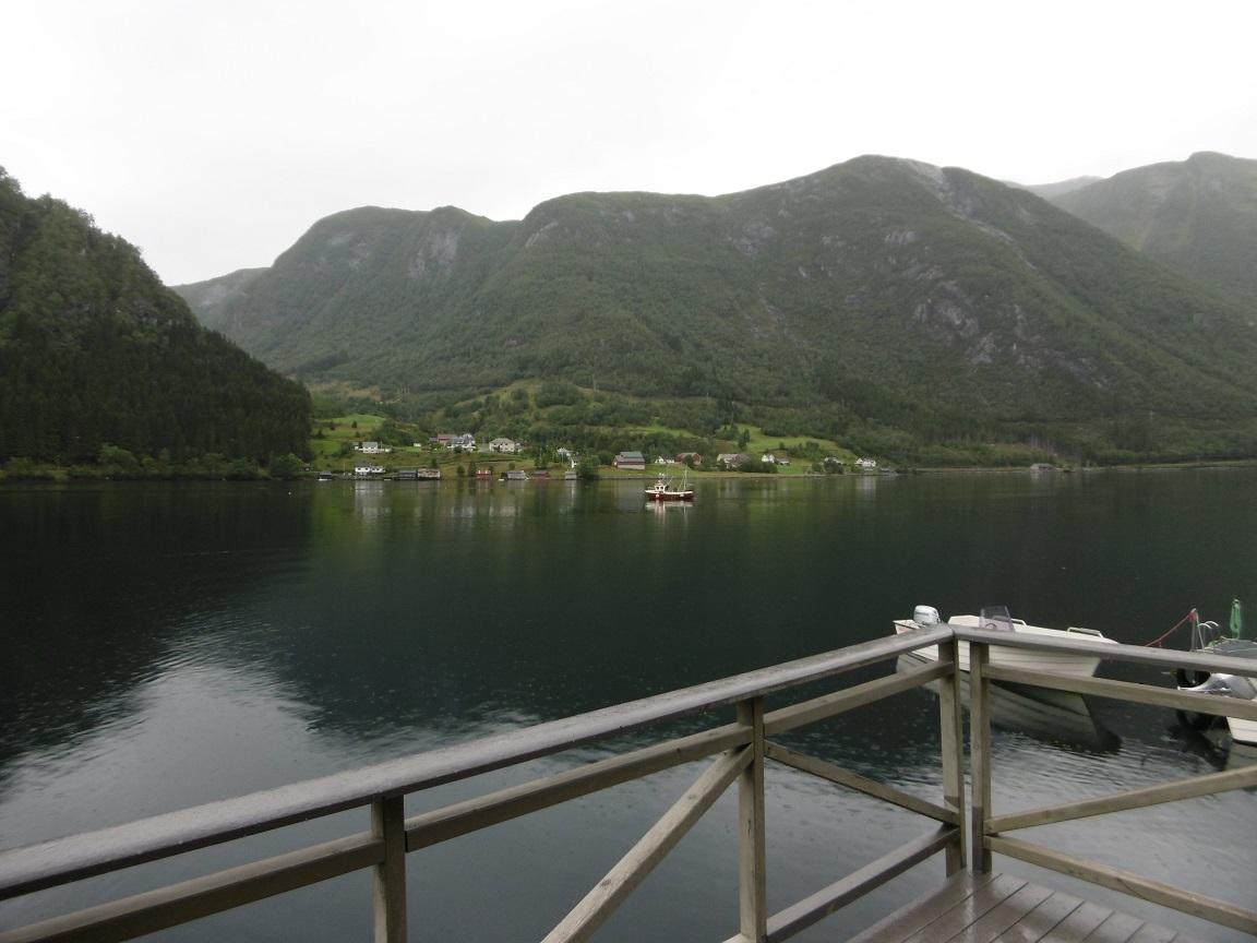 Norwegen Fjord Holzsteg Ufer Zaun Skandinavien - Reiseblog www.exploreglobal.wordpress.com