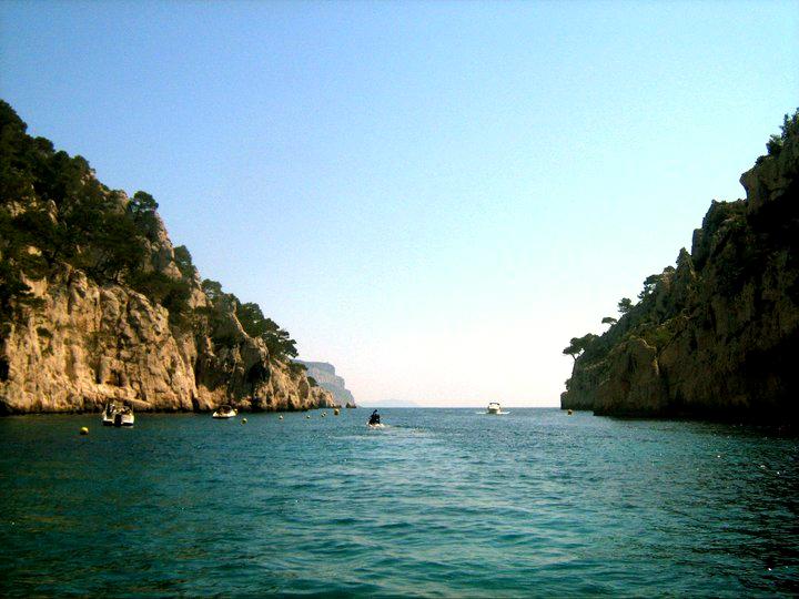 Bootsfahrt durch die Calanques bei Cassis, Südfrankreich - Reiseblog ExploreGlobal