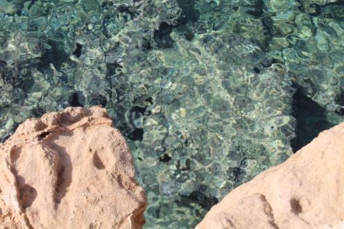 Felsen am Meer auf der Insel Angistri - Reiseblog Exploreglobal