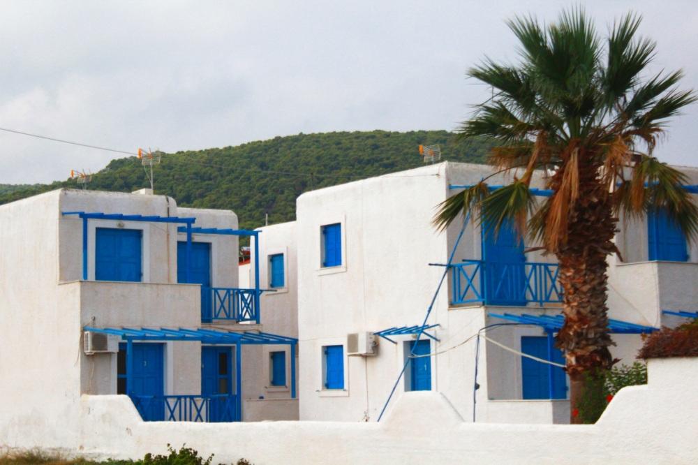 Haus an der Strand Promenade zwischen Megalochori und Skala auf Angistri - Reiseblog Exploreglobal
