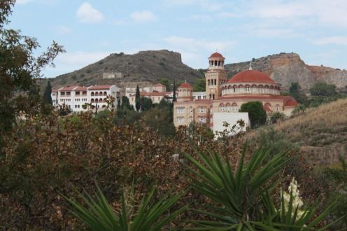 Das Kloster Agios Nektarios vom bergigen Umland aus - Insel Ägina