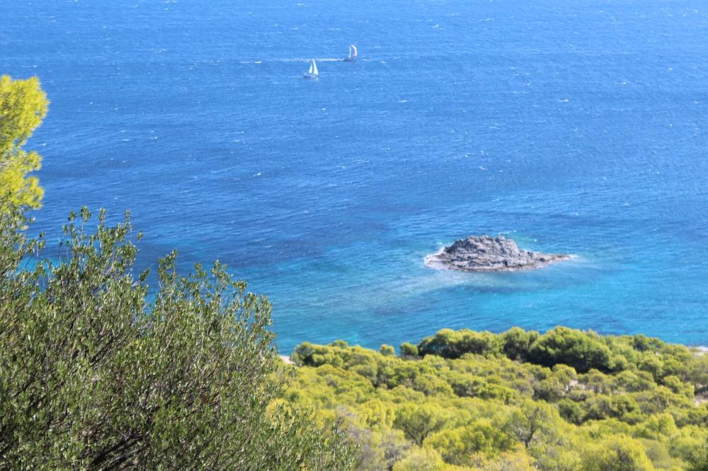 Wanderweg mit Merblick bei Agia Marina auf der Insel Ägina - Reiseblog Exploreglobal