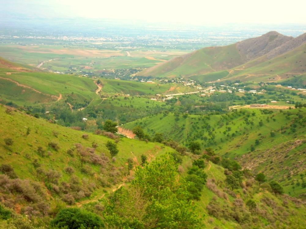 Zentralasien_ Turkmenistan mit Hauptstadt Ashgabat im Hintergrund von oben - Reiseblog Exploreglobal