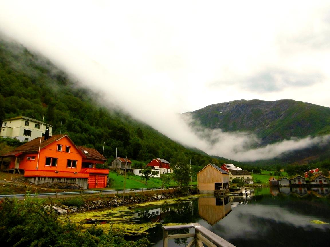 Norwegen Anglerhütte Steinsvik Fjord Wasser Nebel
